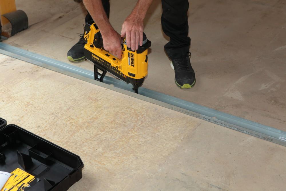 Review: DeWalt DCN 890 concrete nailer