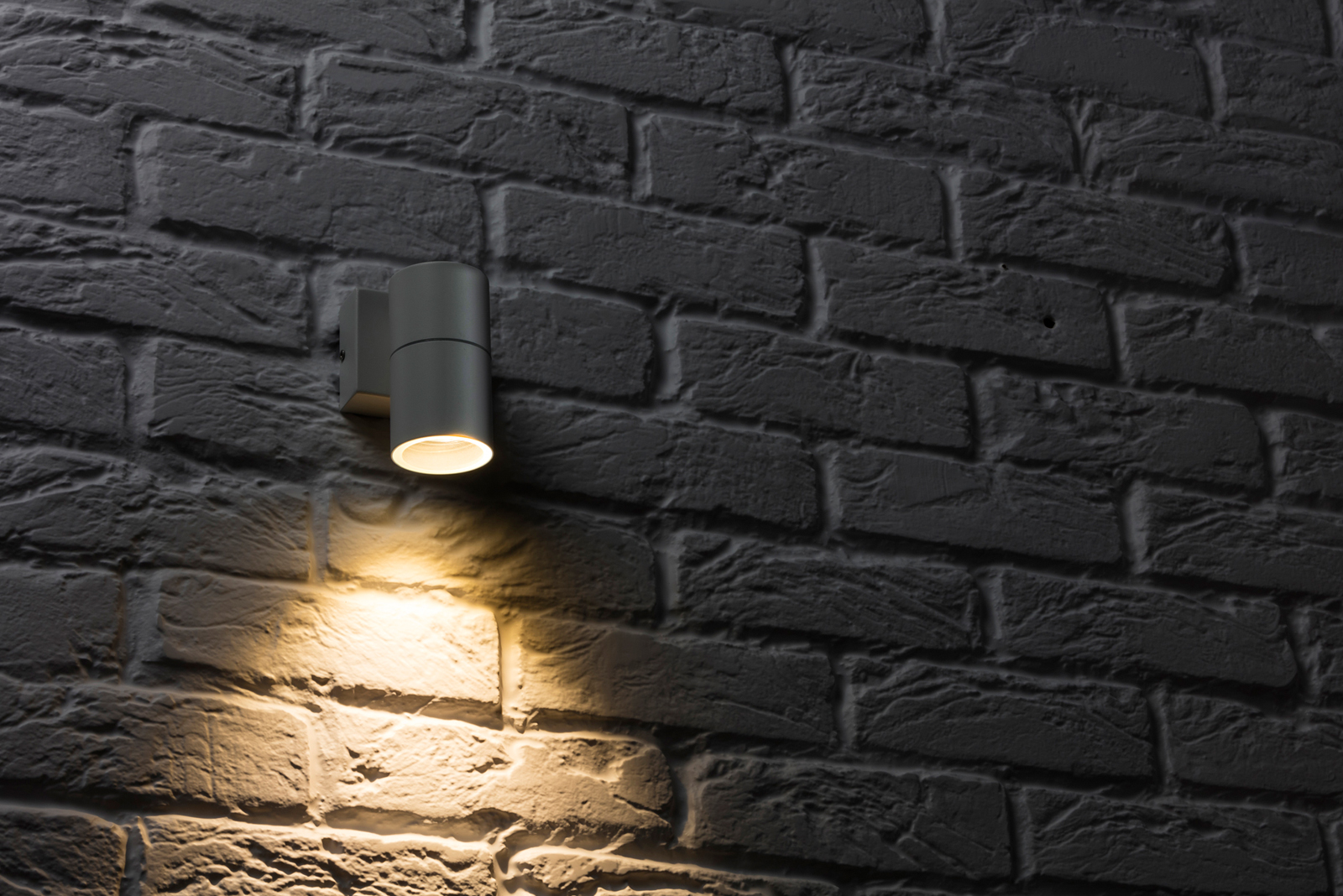 Outdoor lighting on the up – and down – with Knightsbridge range