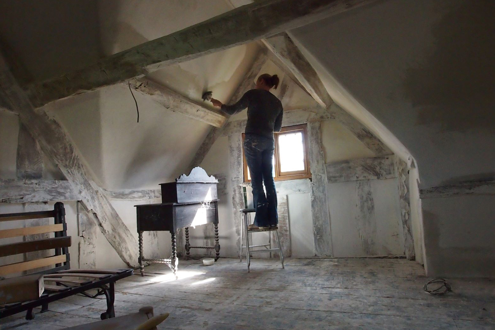 How to know if your lime plaster needs repairing or replacing